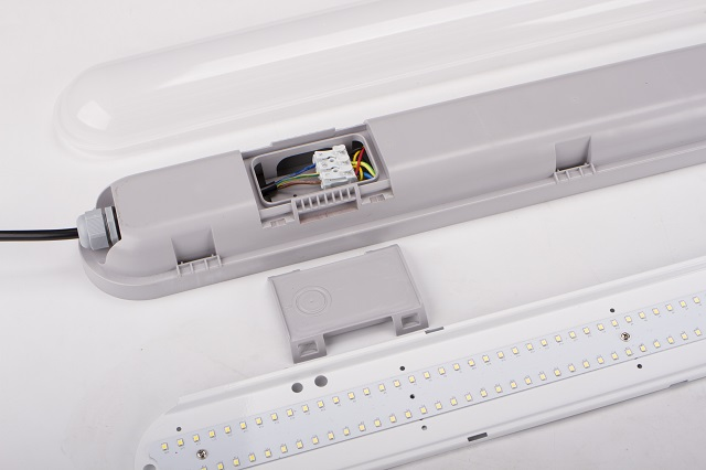 led tri proof light easy installation