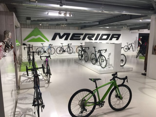 led linear low bay application for bicycle showroom