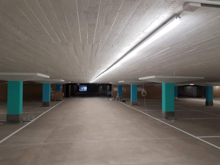 seamless led linear fixture application at parking lot